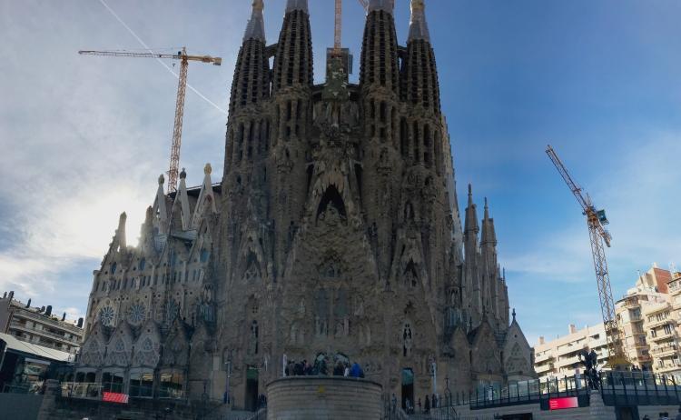 Sagrada_Familia_panorama
